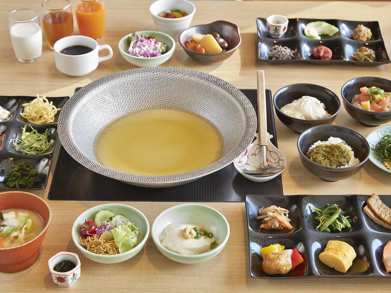 ご朝食は名物「のっけどん」や長崎和華蘭惣菜バイキング